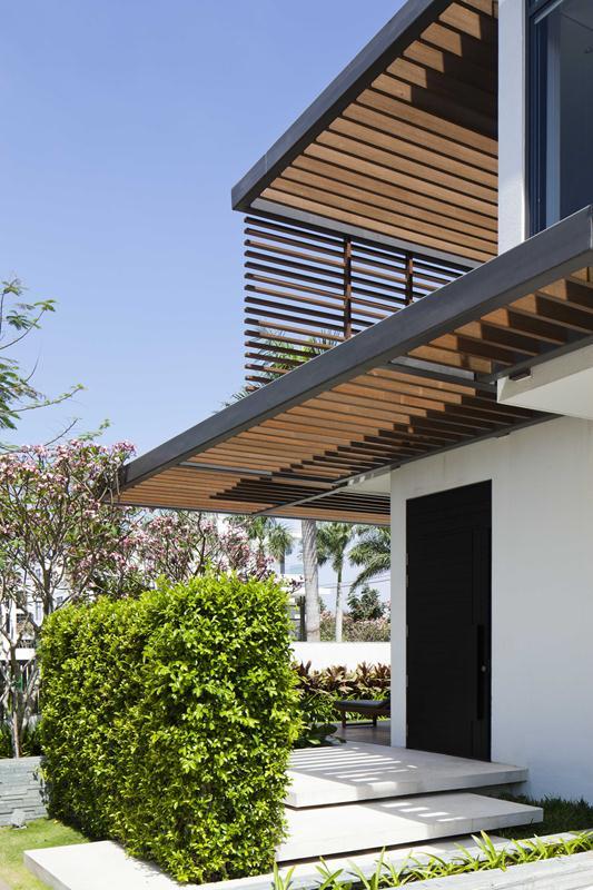 Thiết kế ban công và sân vườn biệt thự 3 tầng